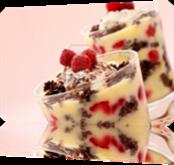 Vign_8905107-dessert-delicieux-chocolat-bagatelle-a-servi-dans-deux-verres-garnies-de-framboises
